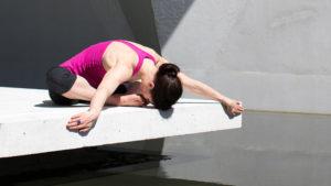 puede-el-yoga-embellecernos-1920